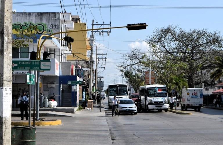 playa-del-carmen-trafficlight